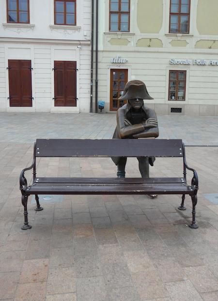 оригинальная уличная статуя