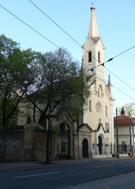 церковь у кладбища в Братиславе