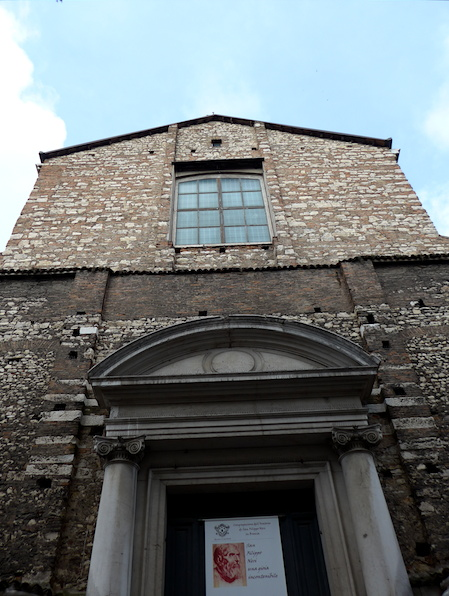 фасад Chiesa Santa Maria della Pace