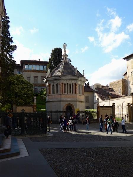 Баптистерий 14 века Бергамо