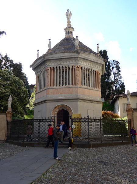 баптистерий в Бергамо