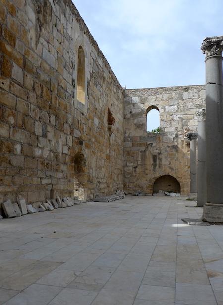 внутренний двор - мечеть Исабея