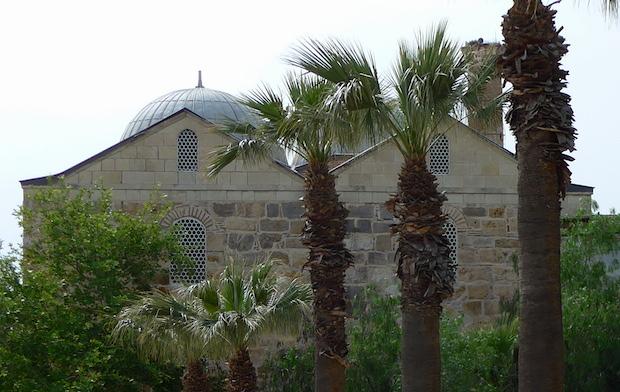 минарет мечети в Сельчуке