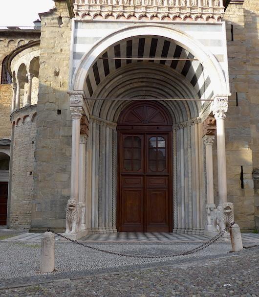 Церковь Санта Мария Маджоре вход