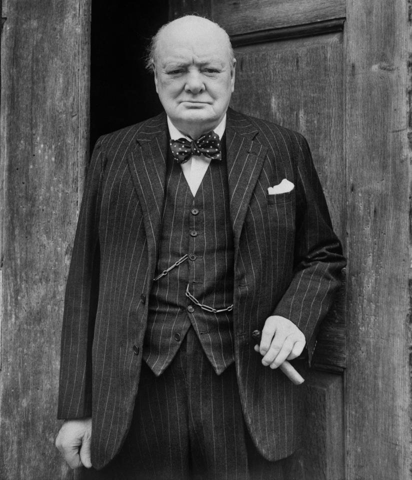 Уинстон Черчилль в костюме-тройка