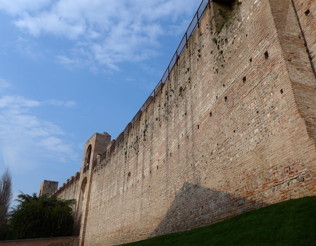 Читтаделла крепостная стена