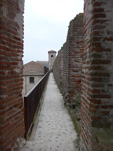 путешествие по крепостной стене