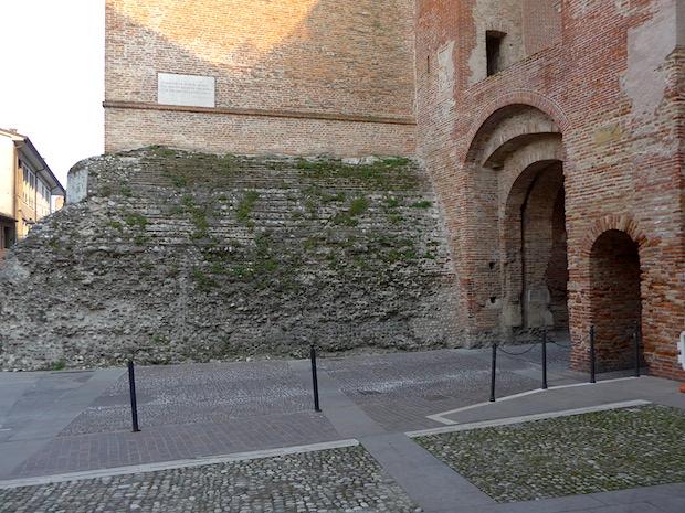 башня - фундамент