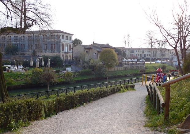 парк у крепостной стены