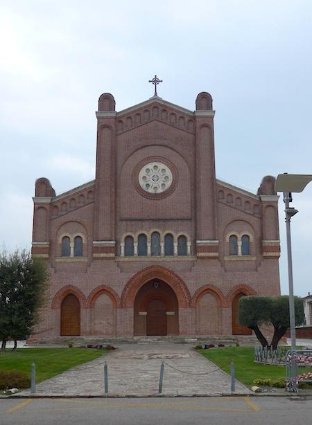 Дуомо в Сан Мартино ди Лупари