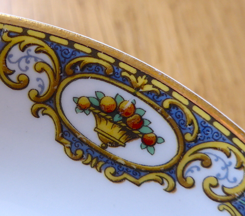 старая миска с золотым ободком