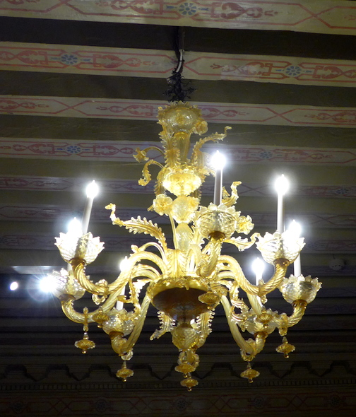 люстра во дворце Венеция
