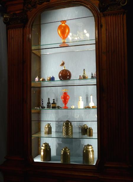 коллекция флаконов для духов
