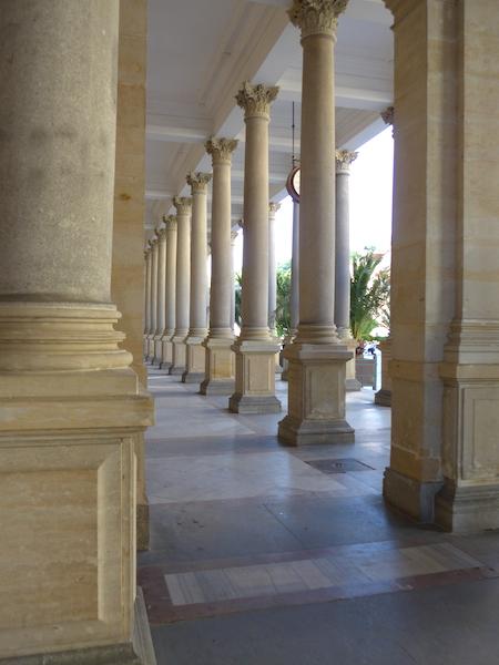 колоннада в центре Карловых Вар