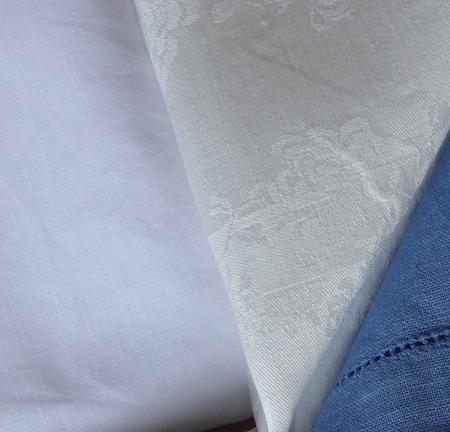 белые льняные салфетки