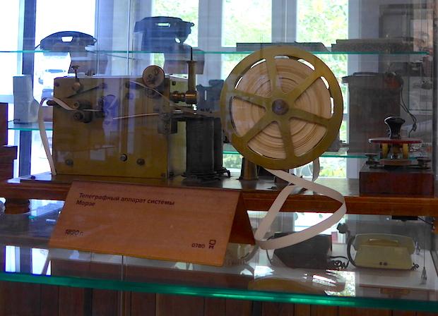 старый телеграфный аппарат