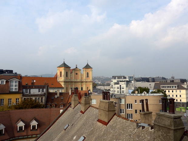 вид на Тринитарианскую церковь Братислава