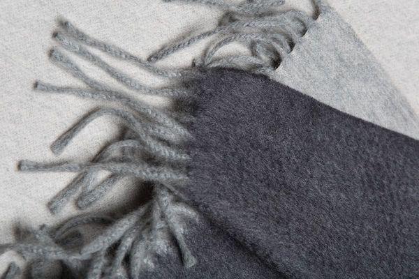 шарф с оригинальным финишингом